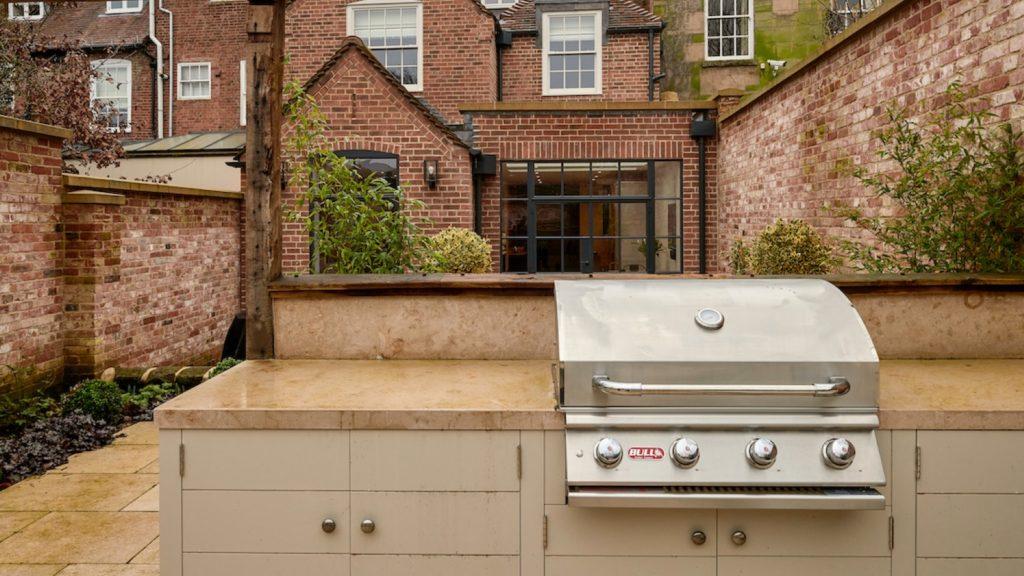 Outdoor kitchen design tips 1